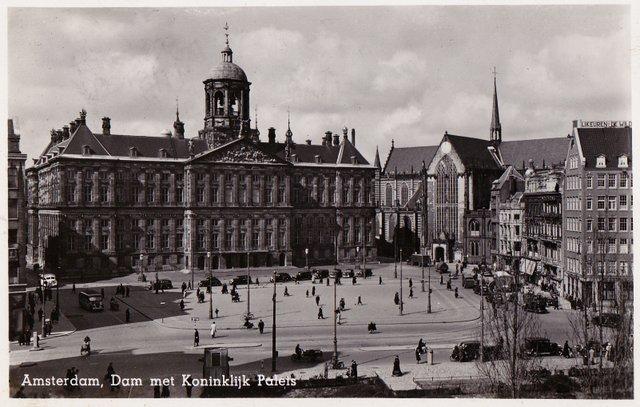 Vintage postcard. Amsterdam, Dam met Koinklijk Palets