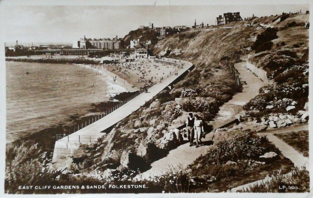 Vintage postcard of East Cliff Gardens and Sands, Folkestone, Kent.