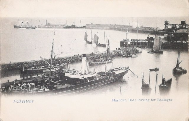 Vintage postcard of Folkestone - Harbour boat leaving for Boulogne