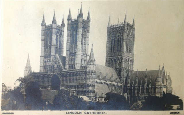 Vintage postcard of Lincoln Cathedral