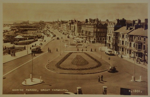 Marine Parade, Great Yarmouth, Norfolk, old postcard