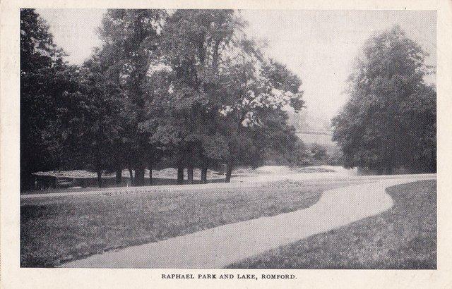 Vintage postcard of Raphael Park and lake, Romford