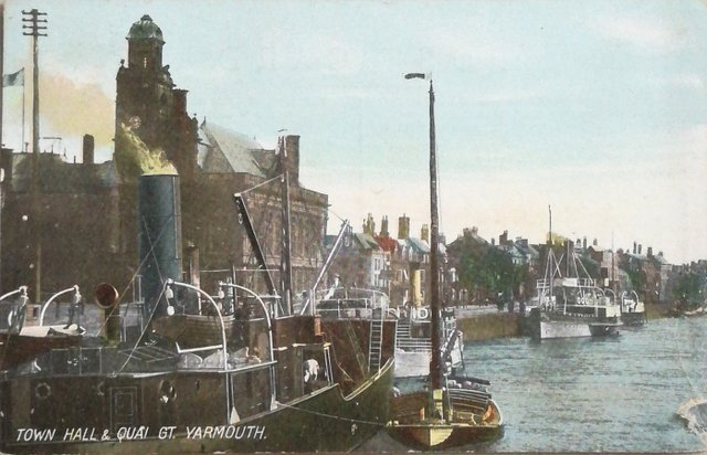 Vintage postcard of Town Hall and Quay, Great Yarmouth, Norfolk