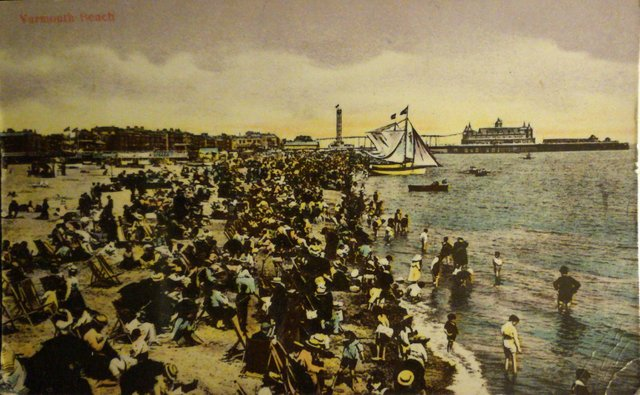 Vintage postcard of Yarmouth Beach